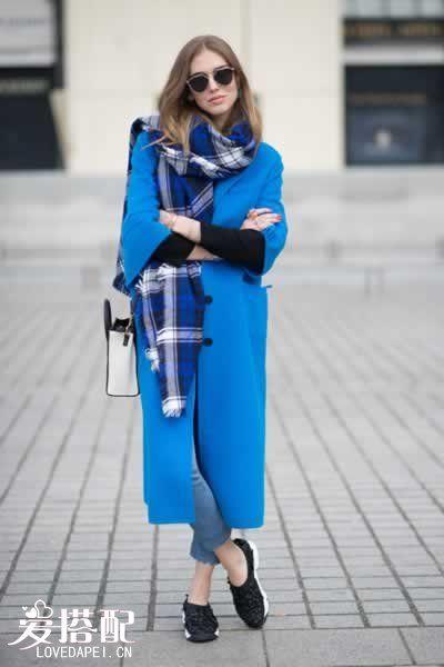 宝石蓝围巾搭配